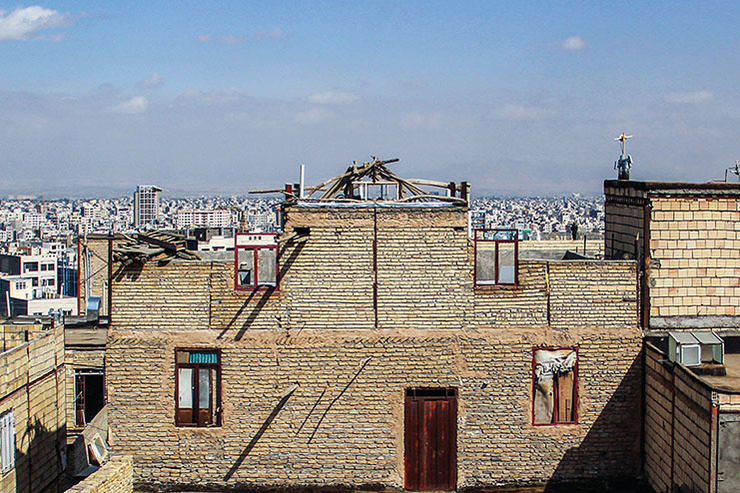 رواج پدیده عجیب بام فروشی در مشهد