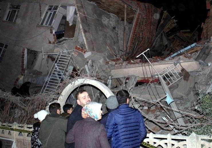 زلزله ۶.۸ ریشتری ترکیه، ۱۸ کشته و ۵۵۰ زخمی+ فیلم