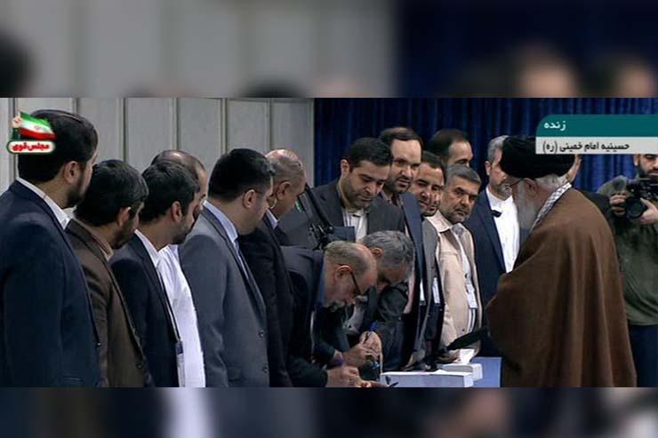 رهبر معظم انقلاب در پای صندوق رای حضور پیدا کردند