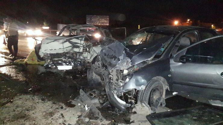 تصادف پژو و پیکان در جاده نیشابور منجر به مرگ ۲ نفر شد