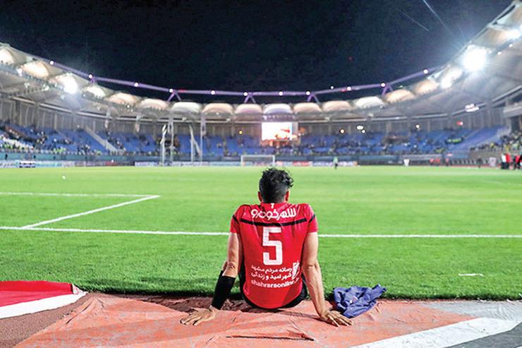 عکسهای یادگاری با فوتبال شرقی