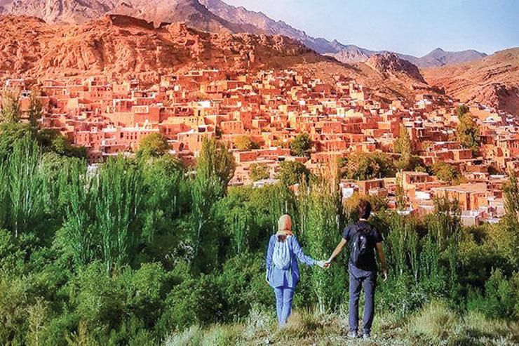 گفتگو با زوج مشهدی که ایران را خلاقانه معرفی میکنند