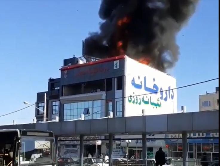 مهار آتشسوزی پشتبام یک مرکز درمانی در مشهد+فیلم