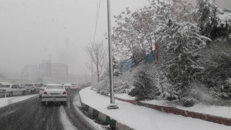 بارش اولین برف پاییزی در تهران + فیلم