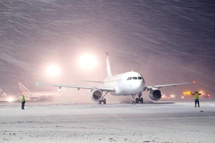 برنامه حرکت قطار و هواپیما با توجه به بارش برف مشهد