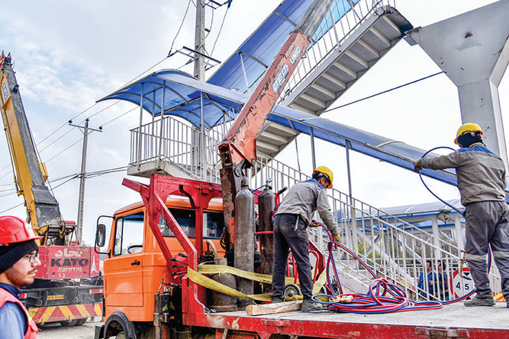 اضافهبار یک کامیون، علت سقوط پل هوایی بزرگراه چراغچی
