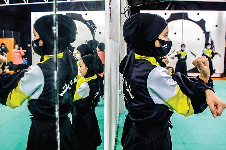 دختران مشهدی در فینال عصر جدید | تمرینات «ستاره هشتم» در پارک ملت!