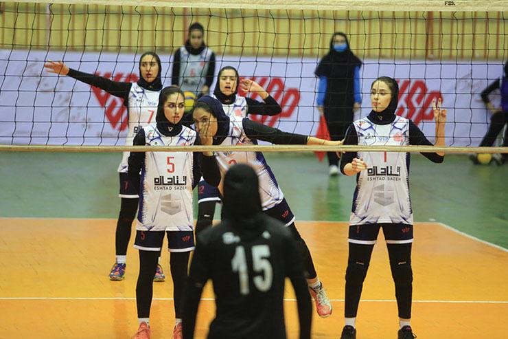 قهرمانی مشهدیها در لیگ دسته یک والیبال| شادی آریاییها در روز حسرت اشتادسازه