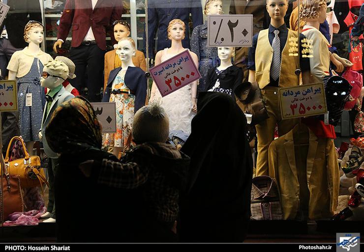افزایش زیرپوستی قیمت پوشاک در مشهد/ سردرگمی مشتریان از تخفیفهای ۵۰ تا ۷۰ درصدی پوشاک
