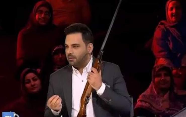 تیراندازی احسان علیخانی در برنامه عصرجدید+ فیلم