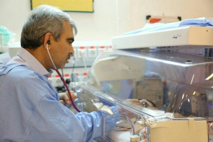نگاهی به زندگی و تحصیلات دکتر فرهت، پزشک مشهور افغانستانی