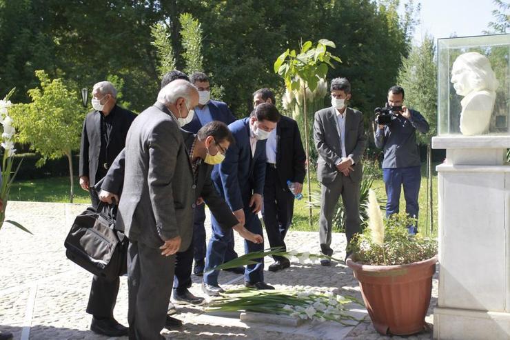 درخواست احیای مقبرهالشعرای توس در روز شعر و ادب پارسی