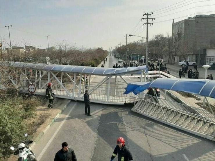 لحظه برخورد تریلی با پل عابر پیاده مقابل ایستگاه گرگان بهشهر + ویدئو