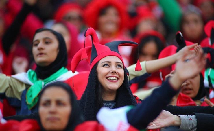 دختران پرسپولیسی در ورزشگاه دیدار پرسپولیس و اولسان!+ ویدئو