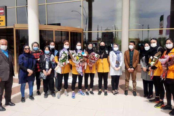 ورزشی/ تیم والیبال بانوان مهاجر افغانستانی وارد مشهد شدند + عکس