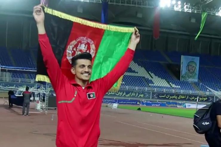 ورزشی/ دونده افغانستانی مدال نقره مسابقات بینالمللی دوومیدانی را به خانه برد + فیلم