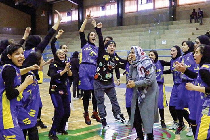 قهرمانی تیم نیشابور در لیگ دسته ۲ بسکتبال بانوان| جام طلایی در دست دختران خراسانی