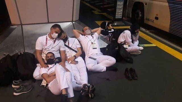 اتفاق زشت برای کاروان المپیکی ایران+ عکس| خواب روی زمین فرودگاه توکیو!